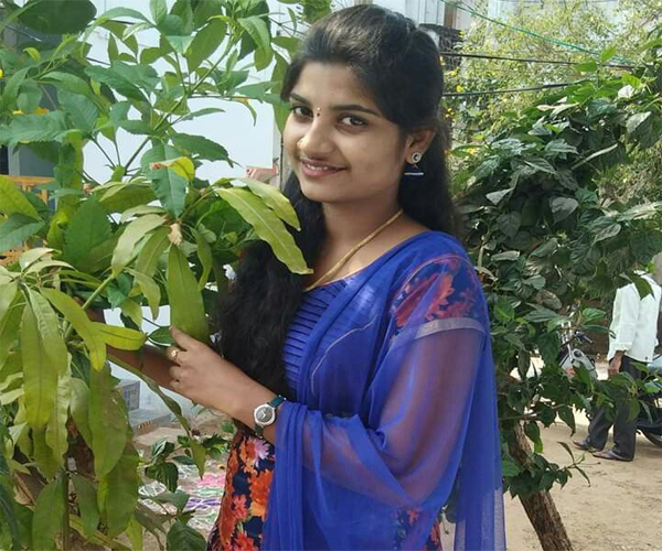 30+ Kerala Girls Whatsapp Numbers for Friendship Chat Online